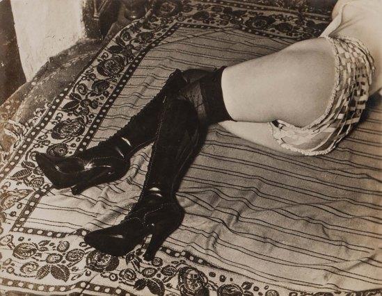 brassai-hotel-de-passe-rue-quincampoix-publicites-pour-la-lingerie-feminine-diana-slip-1932-3