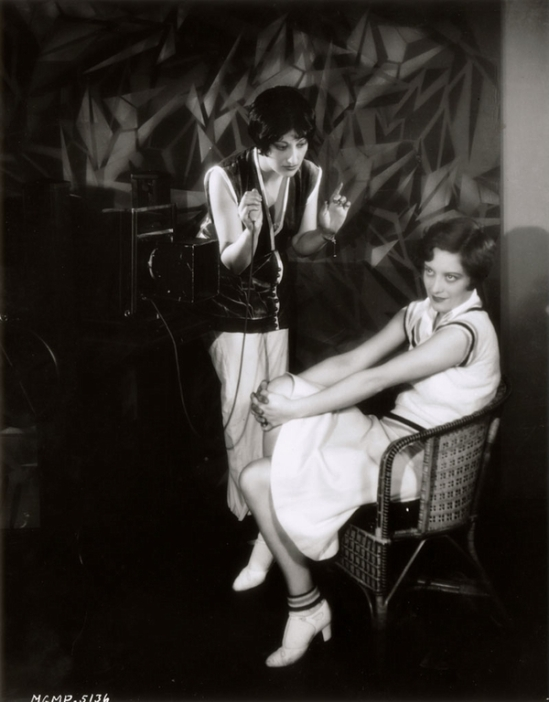 Joan Crawford ans Ruth Harriet Louise  shooting her,  for MGM 1926