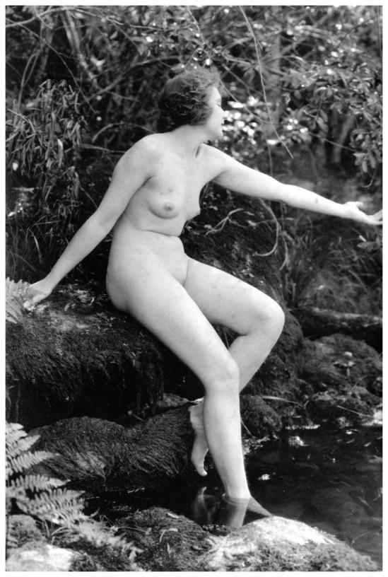 Daisy White  nackt