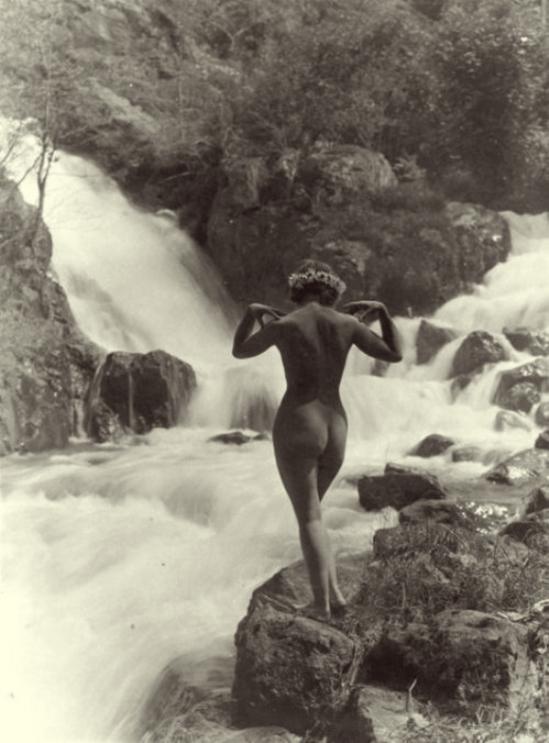 Marcel Meys - Nu devant la cascade, 1930