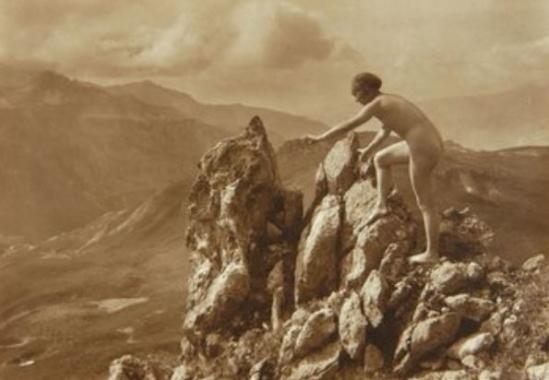Marcel Meys Les Femmes Nu Nu anatomique extérieure sur un affleurement rocheux, vers 1920