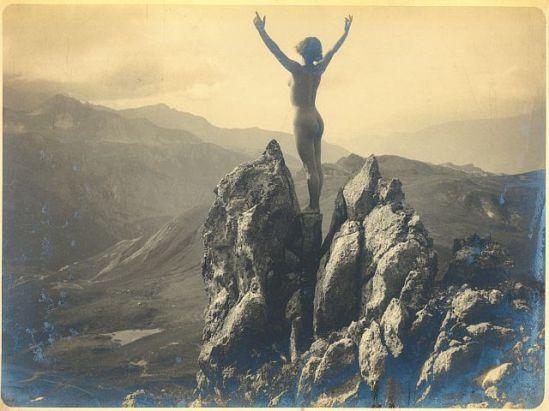 Marcel Meys - Escalade nue une médaille d'argent d'impression roche de gélatine, vers 1920
