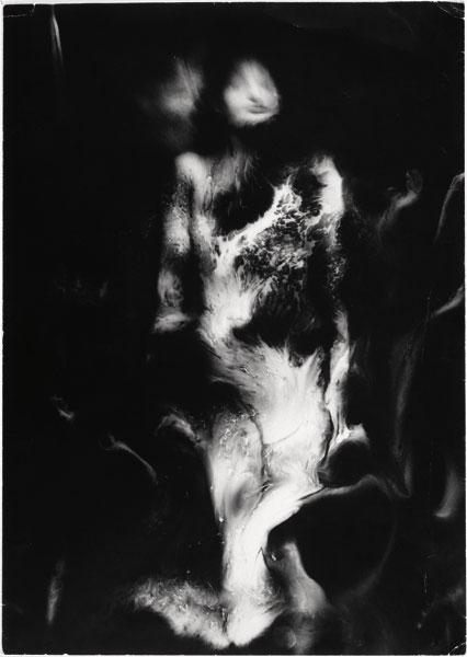 Raoul Ubac, La Nébuleuse, 1939 (Photographie publiée dans Noël Arnaud et al., Transfusion du Verbe, Paris, La Main à plume, 1941 et dans Jean Lescure et Raoul Ubac, Exercice de la pureté, s.l., Lucien Carlo, 1942)