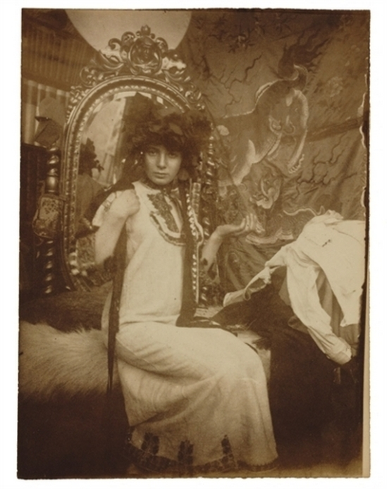 Alphonse Maria Mucha -Model , Studio du Val de grâce for Documents Décoratifs, Paris,  1900 © Alphonse Mucha Trust
