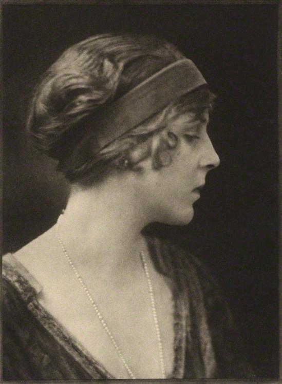 E. O. Hoppé – Diana, Viscountess Norwich (Lady Diana Cooper), photogravure, 1916 © Émil Otto Hoppé © NPG