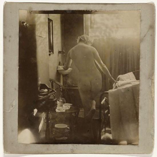 George Hendrik Breitner Marie Jordan naakt op de rug gezien, 1890. Gelatin silver print