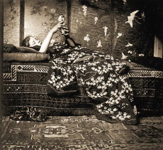 George Hendrik Breitner Meisje in kimono (Geesje Kwak), 1893. Gelatin silver print toned sepia