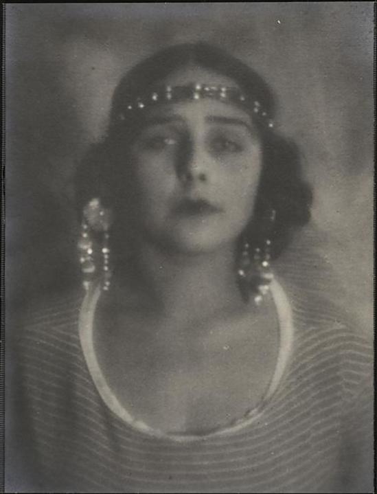Alexander Danilovich Grinberg -Portrait de Natacha, 1925s_e