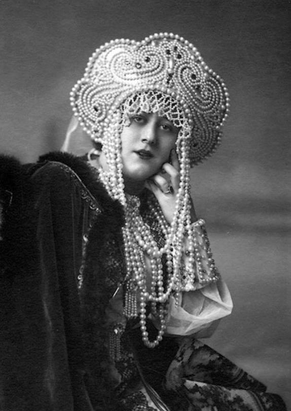 Alexander Danilovich Grinberg- Portrait of an actress, 1925
