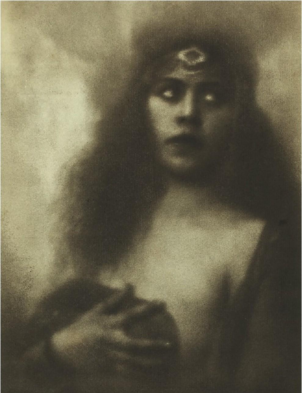Alexander Danilovich Grinberg - Portrait of an unknown actress, 1923