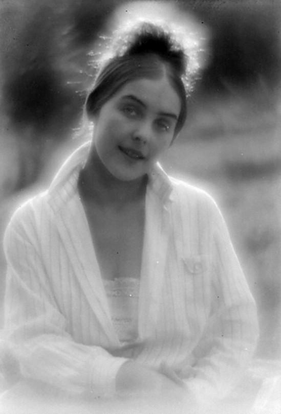 Alexander Danilovich Grinberg -Portrait of Nataliya Grinberg, 1920