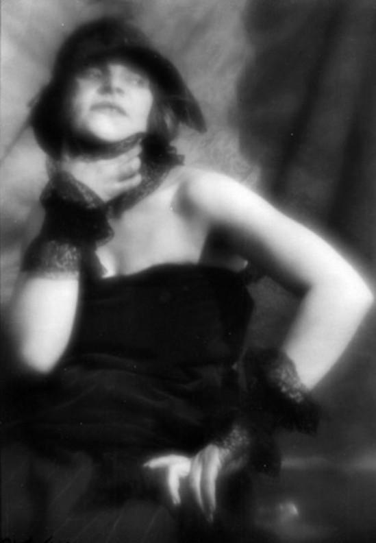 Alexander Danilovich Grinberg -Portrait of Zina Kal'menkova, ca 1920