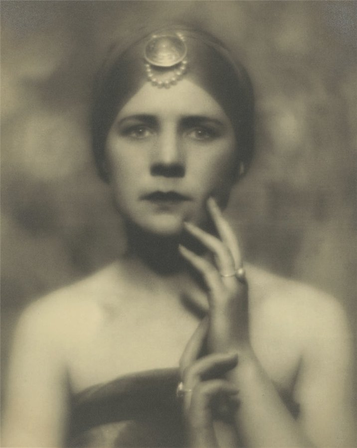 Alexander Danilovich Grinberg - Portrait, Woman with star, 1923