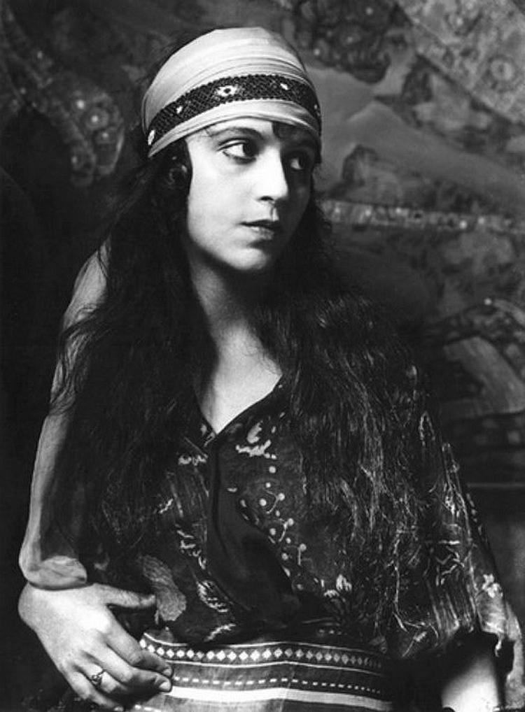 Alexander Danilovich Grinberg - Vera Kholodnaia, 1919