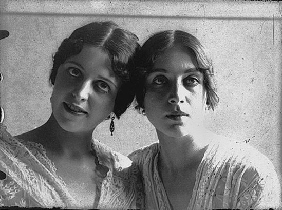 Alexander Danilovich Grinberg Vera Kholodnayaca and a friend, 1910
