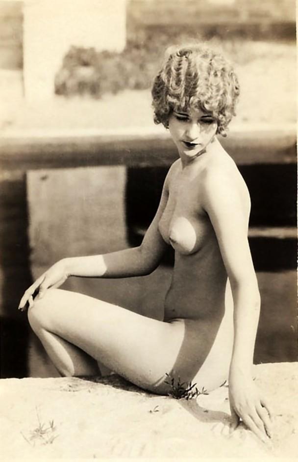 Diana Cochran  nackt