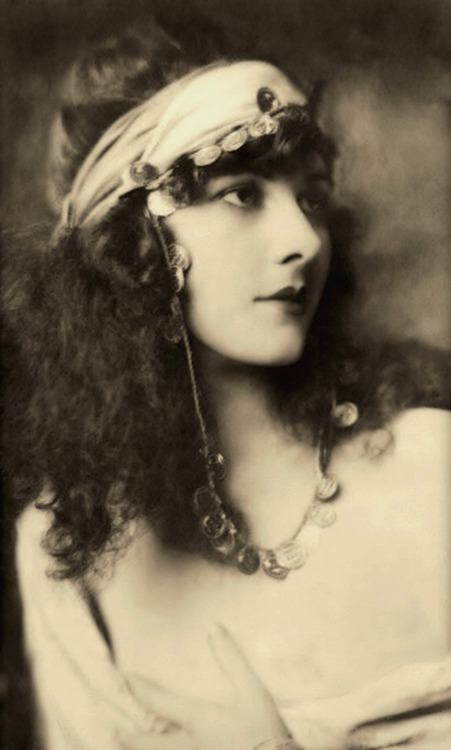 Alfred Cheney Johnston- Marjorie Leet - 1920s