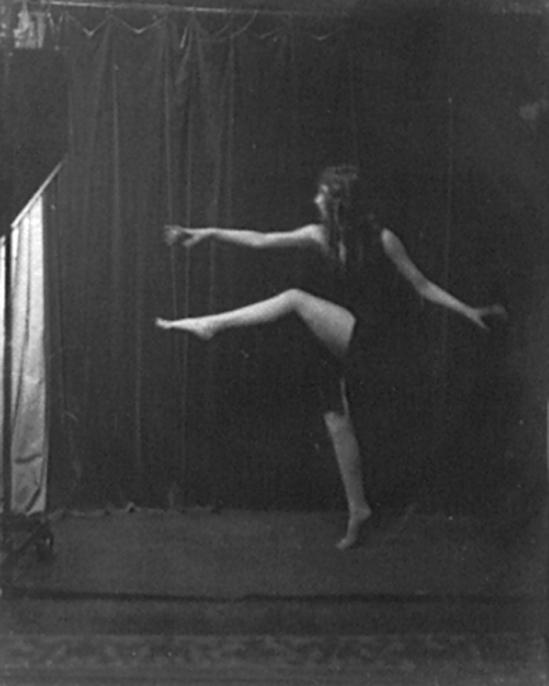 Arnold Genthe- an Isadora Duncan's dancers  , 1915