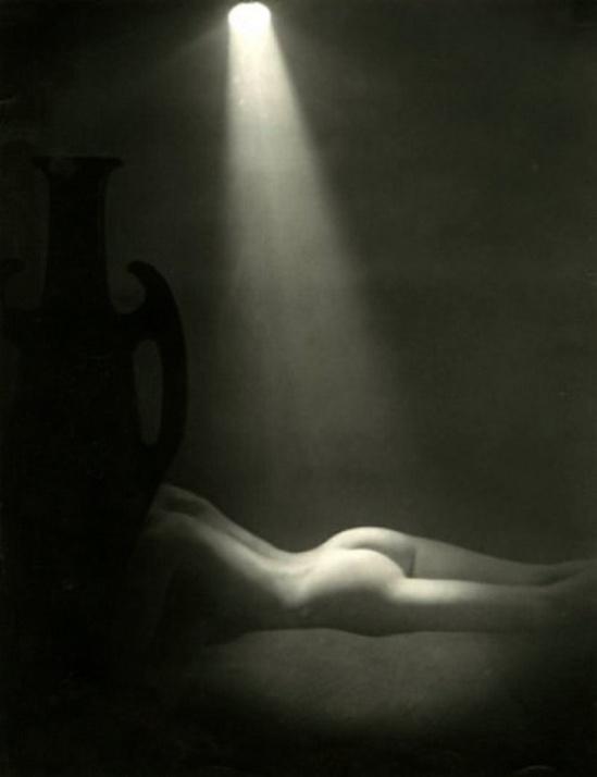 Brassaï - Nu à l'Amphore, 1935-40s {Tirage argentique d'époque}