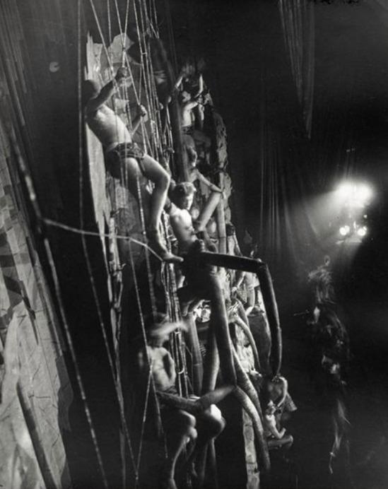 © Brassai -L'Araignée aux Folies-Bergères-1932