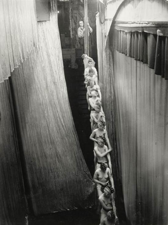 © Brassai -L'Arc-en-Ciel aux Folies-Bergères-1932