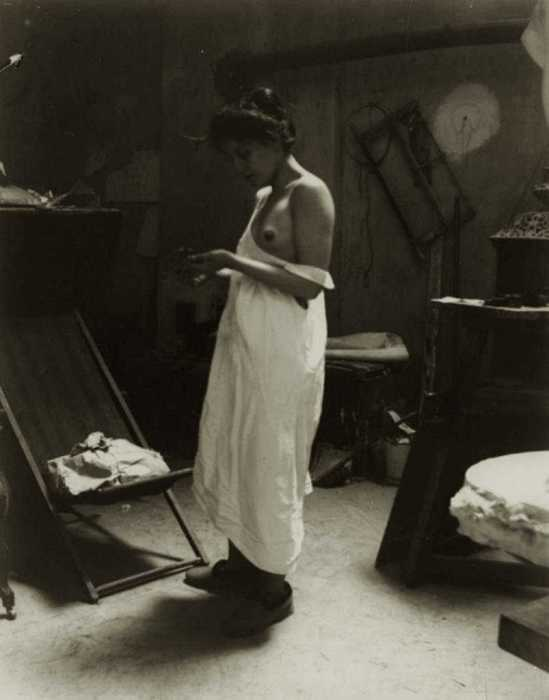 Heinrich Zille- Aktstudie Beim Auskleiden im Atelier von, August Gaul, 1901