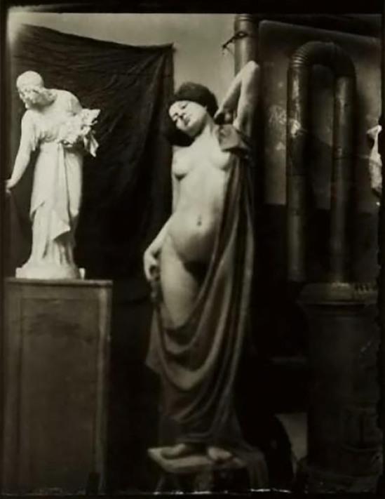 Heinrich Zille -Aktstudie - Posierende Frau mit Tuch, 1901-03