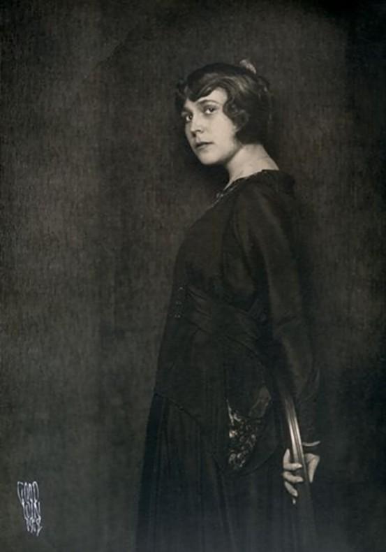 Henry B. Goodwin Portrait of an unknown woman 1918