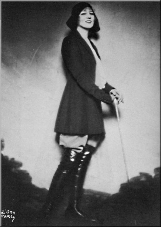 Ida Rubinstein en tenue de cavalière par Madame d'Ora, 1920s - Copie
