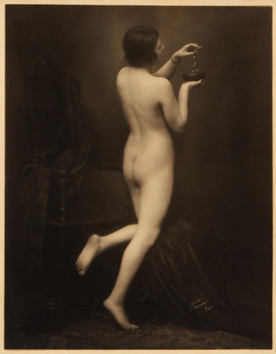 Julien Mandel  -  ( A Noyer editeur)- Etude de nu, 1930