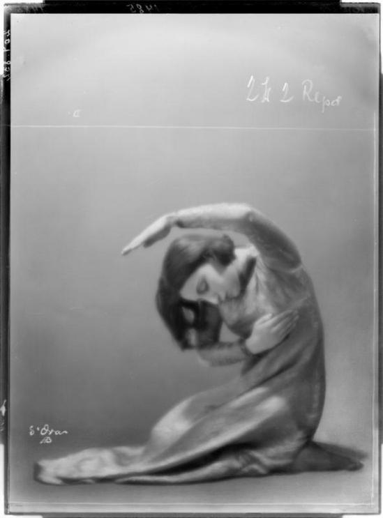 Madame d' Ora (d'Ora-Benda) - Gertrude Kraus, 1927