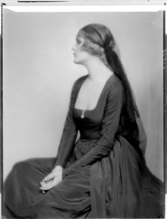Madame d'Ora- Anita Beber, 1922