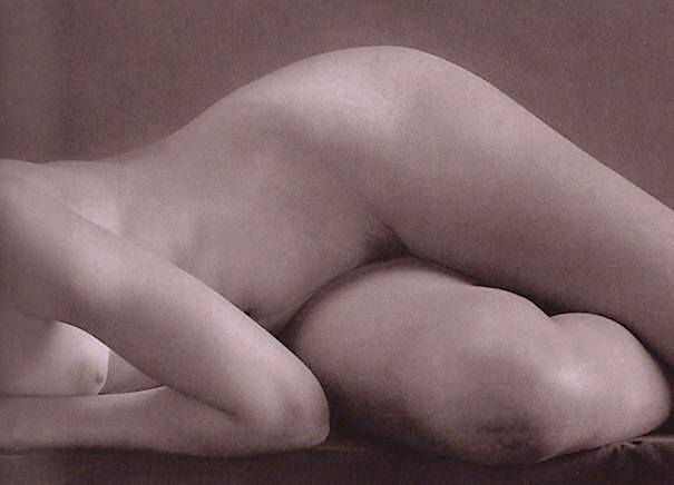 Ruth Bernhard-Dancer,1951 The Eternal Body.