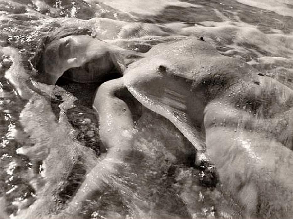 Ruth Bernhard – « In the Waves », 1945