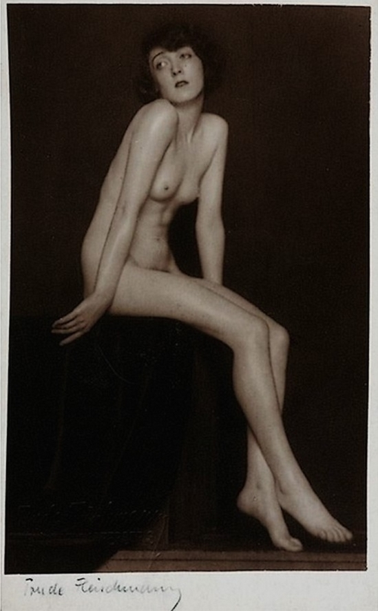 Trude Fleischmann - Nude study of the dancer Claire Bauroff, Vienna, 1925