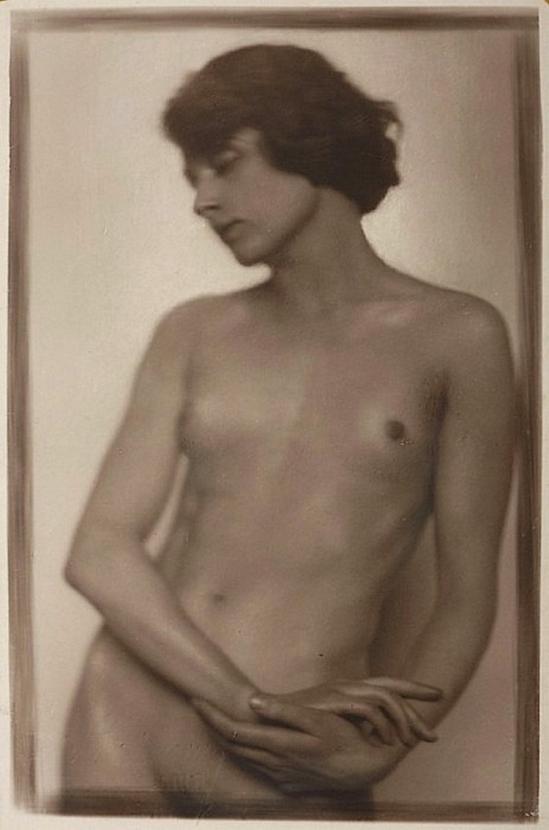 Trude Fleischmann - Nude study of the dancer Claire Bauroff, Vienna, 1925