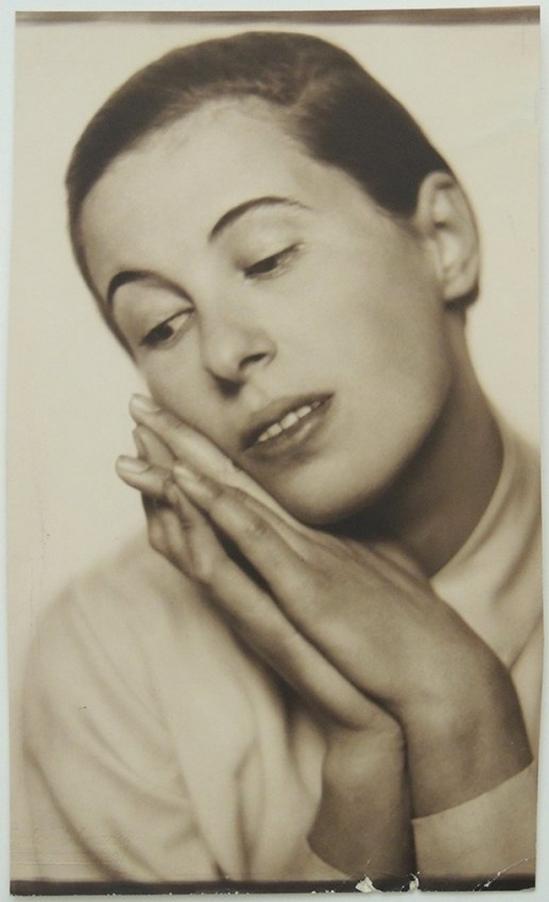 Trude Fleischmann-Portrait of the dancer Ruth Maria Saliger, Vienna around 1929