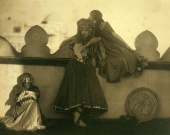 Arthur F. Kales. Ruth St Denis and the Denishawn Dancers, 1919
