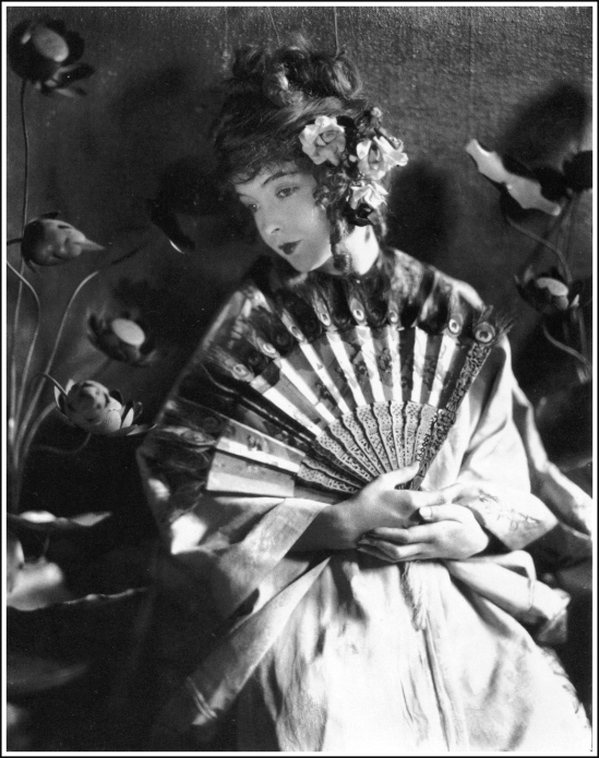 James Abbe - Lilian Gish, 1919