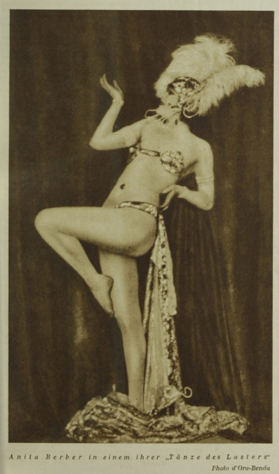 Madame d'Ora Anita Beber , ( in horror vice and extasy)1924 published in the magazine Die Büche 1930 N°275