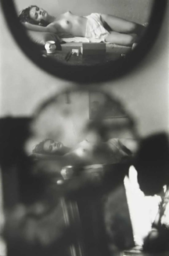 Saul Leiter- The young violinist (Young nude on bed, reflected in mirrors), 1967