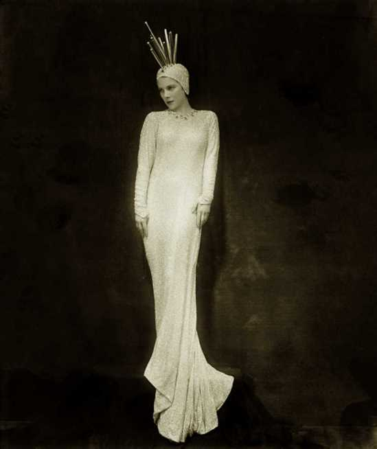 Florence Vandamm (Vandamm Studio) -Tilly Losch, in The Band Wagon (Costume designed by Constance Ripley. A Howard Dietz-Arthur's musical revue Schwart, 1931