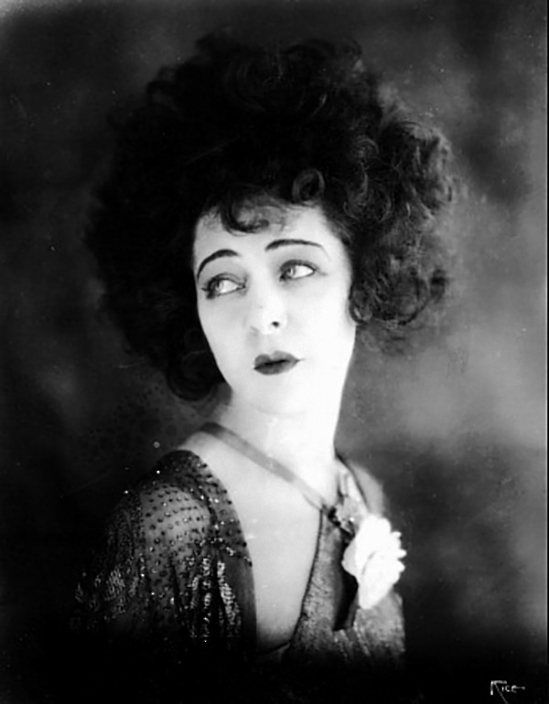Portrait of Alla Nazimova in Camille directed directed by Ray C.Smallwood, , photography  Arthur Rice, 1921 (3)_e