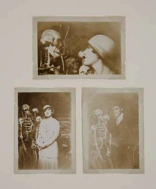 ANONYME Dora Maar et les squelettes, vers 1927 ( source piasa auction) vente Dora Maar, Paris, Piasa, 20 nov1998