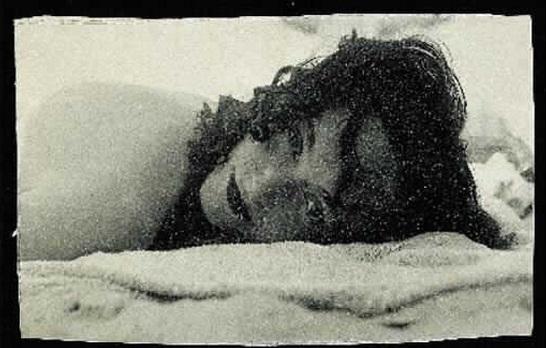 Dora Maar- Nush Eluard couchée a plat ventre sur la plage - 1936 -37