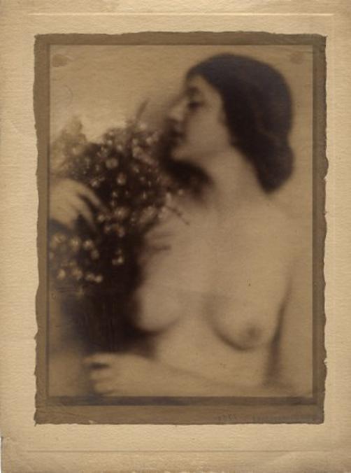 Máté Olga Félakt (virággal) 1920