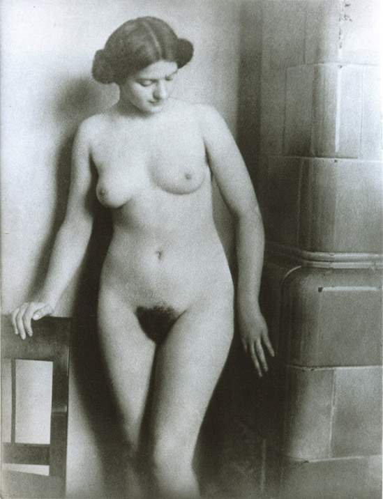 Máté Olga Nöi képmás műteremben Female image in the Studio  , 1910