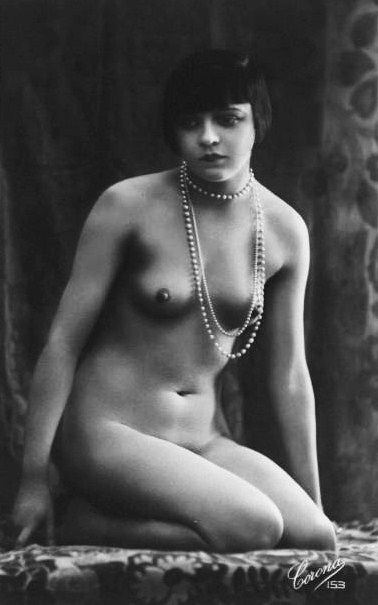 Studio Corona - A nude flapper in pearls, Paris, french Postcard, 1920s.
