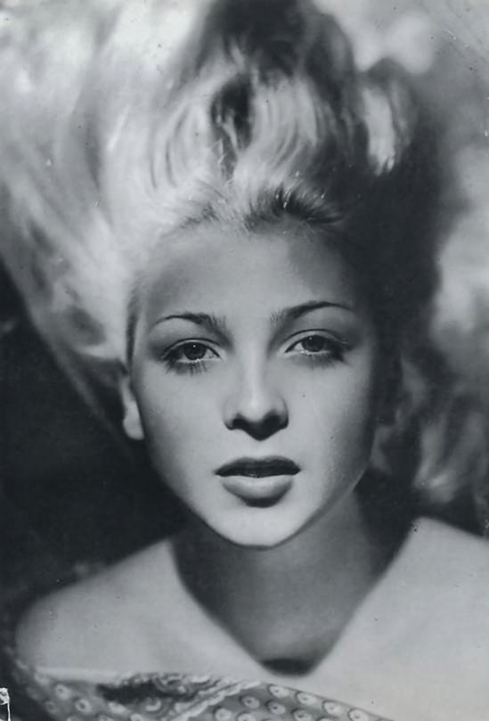 Elio Luxardo- Isa Barzizza,from Luxardo Mazzota fotografia L'italica Bellezza Turroni (Giuseppe), 1960 Gabriele Mazzotta editore