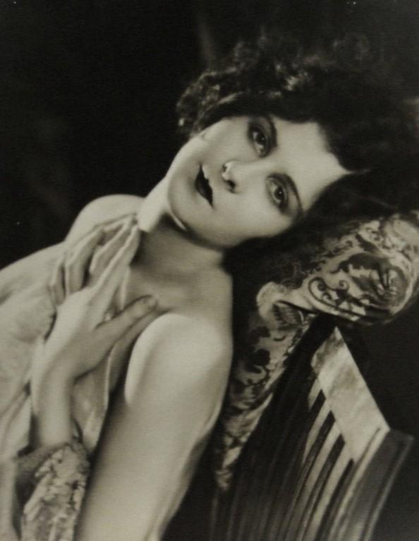 Edwin Bower Hesser -Sylvia Kingsley [for Movie Weekly], 9 December 1922